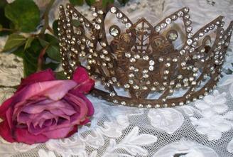 Vintage Santo's Paris Crown