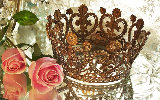 Stunning Vintage Style 8 Heart & Flower Santos Crown, Patina Brass, covered in Rhinestones 1800s Replica