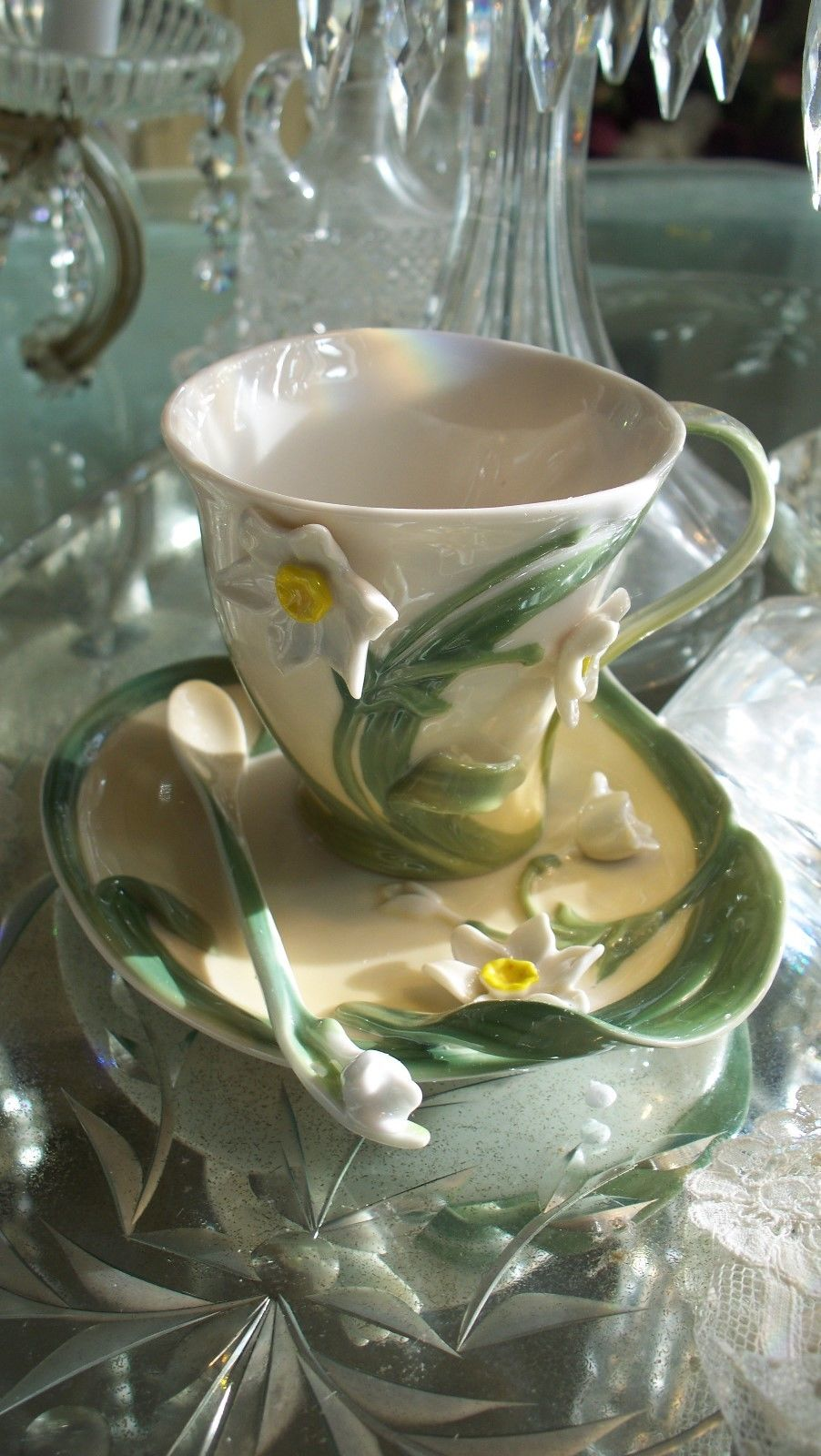 Lovely Garden Narcissus Flower Tea Set
